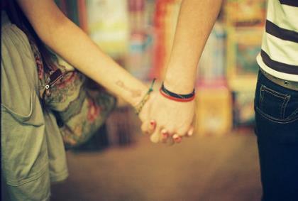 不够成熟才能够相信爱能被挽留 朋友的幸福在于可靠的信任